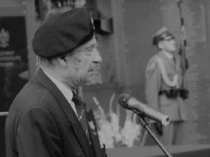 Gen. Ścibor-Rylski spocznie dziś na Starych Powązkach. Ceremoniał rozpoczęła Msza św. pogrzebowa