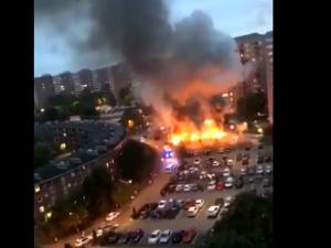 Tej nocy w Szwecji spłonęło kilkadziesiąt samochodów. Sprawcami młodzi, zamaskowani mężczyźni