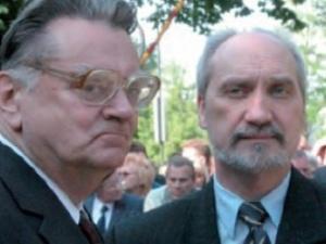 """Jan Olszewski chce powrotu Macierewicza. """"Błaszczak sobie nie radzi"""""""
