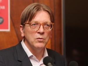 Tomasz Poręba zarzuca Verhofstadtowi współpracę z firmami związanymi z Kremlem