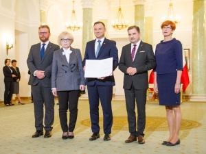 Prezydent Andrzej Duda podpisał dziś tzw. ustawę podwyżkową dotyczącą pracowników służby zdrowia