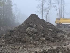 Policjanci ujawnili nielegalne wysypisko i powstrzymali proceder składowania odpadów
