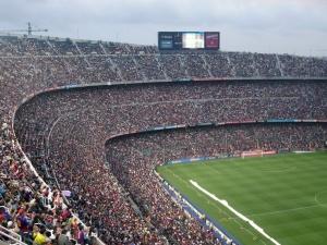 """Nieoczekiwani """"kibole"""". Zakonnice na meczach ligowych wywołały komentarze internautów"""