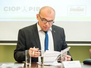 Oświadczenie A. Bujary ws. publikacji badań dotyczących skutków wprowadzenia ustawy o ograniczeniu handlu