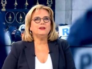 [video] Francuska telewizja publiczna wyretuszowała napis na transparencie przeciwko Macronowi