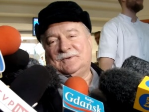 """""""Tematykę tej rozmowy z pewnością Pan pamięta"""". Ujawniono nieznaną notkę listu Kiszczaka do Wałęsy"""