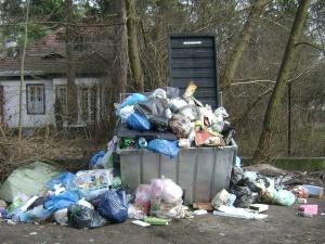 Wojna o śmieci. Ministerstwo Środowiska odpowiada na zarzuty warszawskiego ratusza