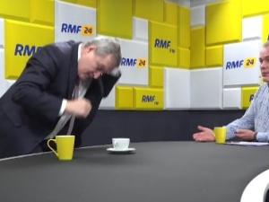 [Video] Min. Piotr Gliński wychodzi ze studia podczas rozmowy z Robertem Mazurkiem w RMF