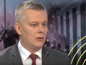 """""""Panie pośle, samoloty transportowe i szkolne to nie myśliwce..."""" MON punktuje Tomasza Siemoniaka"""