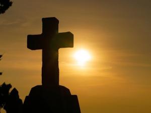 """[Felieton """"TS""""] Karol Gac: Komu przeszkadza krzyż?"""