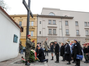 Prezydent złożył kwiaty przed Krzyżem Katyńskim w Krakowie