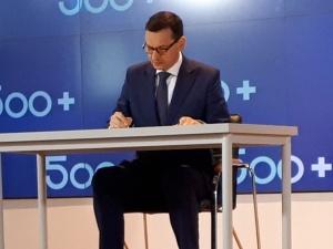 """[video] Rozszerzone 500+ z podpisem premiera: """"Przekroczyliśmy najbardziej optymistyczny wariant"""""""