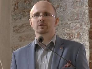 """Mec.Kwaśniewski o pobiciu matki Biedronia: Czemu sąd uznał, że społ. szkodliwość czynu była """"nieznaczna""""?"""