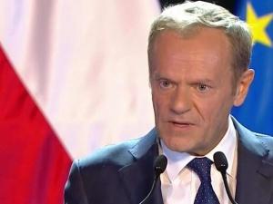 """Reakcje po wykładzie Tuska. Lis: """"Bardzo dziękuję D. Tuskowi"""". Gmyz: """"Obudźcie mnie jak skończy"""""""