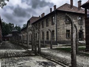 Ekspozycja w Muzeum Auschwitz zostanie odnowiona. Gliński: Pamięć o polskich ofiarach będzie tam obecna