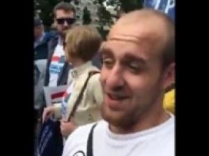 """[video] """"Kibic Legii"""": """"PiS strasznie zniszczył nasz kraj, np. przez podwyższenie wieku emerytalnego"""""""