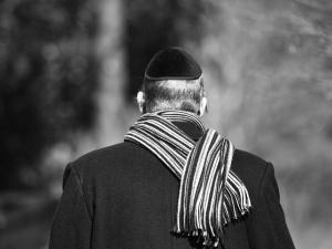 """Haaretz: """"Niemcy ostrzegają Żydów, aby nie zakładali jarmułek w miejscach publicznych"""""""