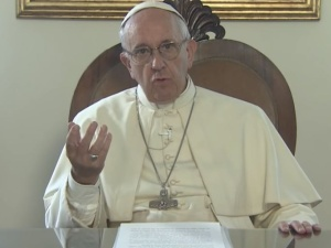 """Papież Franciszek zatwierdził zmianę w modlitwie """"Ojcze Nasz"""". Czy zostanie wprowadzona w Polsce?"""