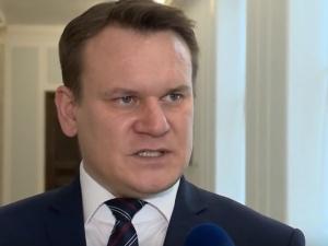 """""""Won za Don czerwona zarazo!"""". Tarczyński ostro odpowiada Rosatiemu"""