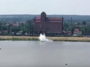 [Aktualizacja] Płock: Samolot spadł do Wisły. Pilot maszyny nie żyje