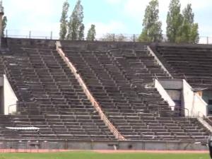 Anita Włodarczyk przygotowuje się do mistrzostw świata... w ruinach stadionu Skry