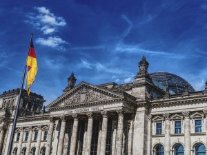 Zaskakująca opinia Bundestagu ws. reparacji wojennych. Grecji tak, Polsce nie?