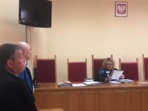 [video] W centrum Szczecina połamał krzyż pod którym modlili się mieszkańcy. Sąd go uniewinnił