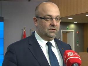 Onet oskarża min. Piebiaka o zorganizowany hejt w sieci. KPRM: Premier poprosił ministra o wyjaśnienia