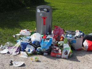 """Weronika Kostrzewa: """"Stolica. I jej śmieci. Chyba zabierzemy dziecku pokój i tam będziemy trzymać..."""""""