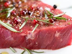 Lubisz mięso? To się najedz. Onet zapowiada, że UE zmusi nas do ograniczenia spożycia