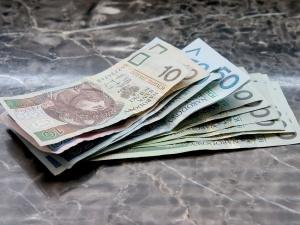 Związki chcą zwiększać dochody, pracodawcy ograniczać wydatki. Co z tego wyniknie?