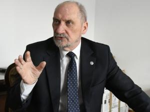 Macierewicz: Przez lata próbowano przekształcić służbę zdrowia w strukturę komercyjną