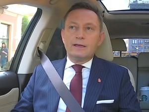 """""""Tak wygląda twarz zakłamanego polityka warszawskiego układu władzy"""". Śpiewak nie przebiera w słowach"""