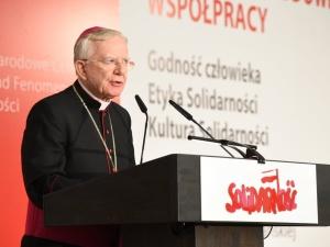 """Abp Jędraszewski: """"Nie można oddzielić chrystusowego krzyża od losu człowieka pracy i jego godności"""""""