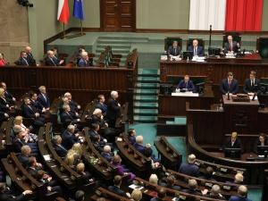 """Ostre komentarze po inauguracji Sejmu: """"Jedna pani w podkoszulce, druga z szalikiem....i pan w koszuli"""""""