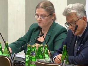 """[video] """"Pan zdaje się dzięki mnie nie obronił doktoratu"""". K. Pawłowicz nokautuje Śmiszka na komisji"""
