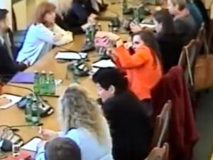 [video] To Sejm czy szkoła podstawowa? Komisja debatuje, a Jachira... robi sobie selfie
