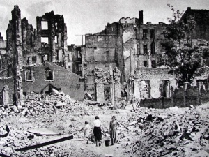 Karl Heinz Roth i Hartmut Ruebner: Polska ma podstawy, żeby domagać się reparacji