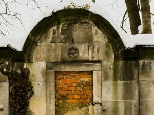 Szukali nazistów w Polsce, mają ich u siebie. Sprofanowano żydowski cmentarz niedaleko Strasburga