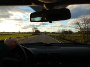 """Dziś wchodzą w życie nowe przepisy ruchu drogowego. Jazda """"na suwak"""" i """"korytarz życia"""""""