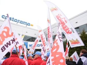 """""""Domagamy się przywrócenia naszych koleżanek i kolegów do pracy"""". Związkowcy apelują w""""Akcji Castorama"""""""