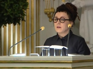 """Dziennikarka """"Wprost"""" o przemówieniu Olgi Tokarczuk: """"Było jak w świątyni. Ona była boginią"""""""