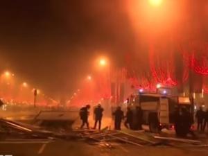 [video] Kolejny dzien strajków. Francja pogrąża się w chaosie