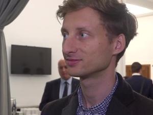 Poseł Sterczewski [KO] złożył oświadczenie majątkowe. Nie posiada majątku, w zeszłym roku zarobił 0 zł