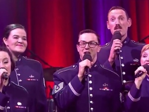 [video] Amerykańscy żołnierze śpiewają na Boże Narodzenie... po polsku. Sprawdź efekt