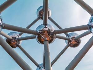 Tania, potężna energia. Brytyjczycy bliscy przełomu w technologii syntezy jądrowej?