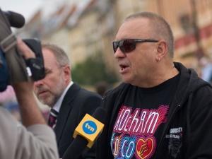 """""""Uczymy Jerzego Owsiaka dobroczynności bez prowizji"""". Zbiórka na leczenie dzieci"""