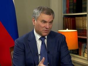 Przewodniczący Dumy: To nie przypadek, że w Polsce utworzono setki obozów koncentracyjnych