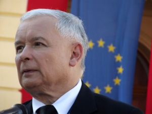 """""""Znam Kaczyńskiego od wielu lat, od czasów studenckich, i widzę po jego twarzy, że próbuje to zrobić"""""""