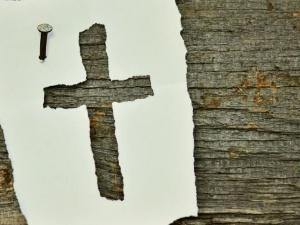 Usuwanie krzyży ze szkół, utrudnianie pracy szpitalnym kapelanom. Takie rzeczy dzieją się w Polsce